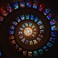 stained_glass_spiral_circle_pattern_glass_religion_stained_glass_window_colorful-1051843.jpg!d.jpg